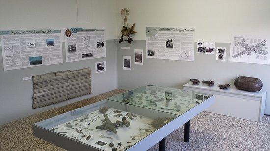 Oltre il Colle, Italia: Reperti dell'aereo risalenti al 1944