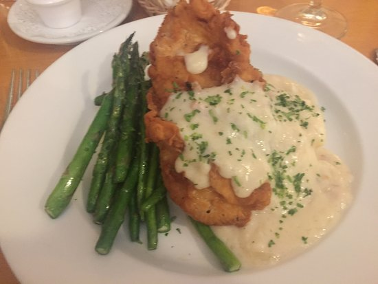Larks Home Kitchen Cuisine: Fried Chicken, mashed potates with a bacon gravy