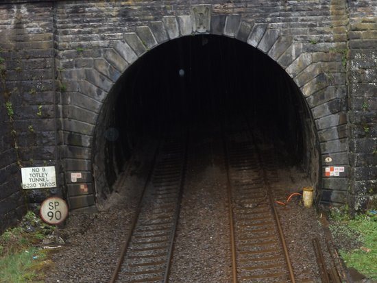 Grindleford, UK: Totley tunnel at side of cafe