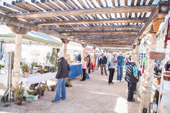 Oro Valley, Аризона: 25+ local farm and food vendors every Saturday.