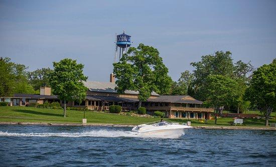 Delavan, WI: Rent kayaks, speed boats, pontoons, waverunners and more.