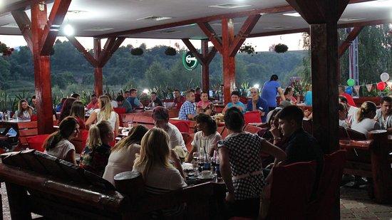 Ocna Sugatag, رومانيا: Terasa Complexului Turistic Lacul Sarat