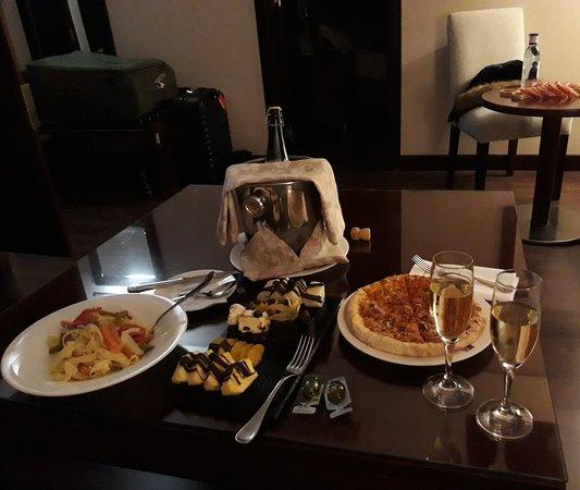 Valencia Center Hotel: Anniversary Surprise..