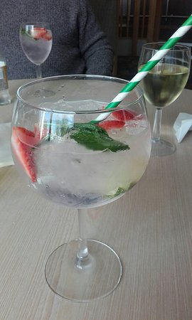Highfield Grange Holiday Park - Park Resorts: Scrumptious ultimate gin and my favourite carrot cake!