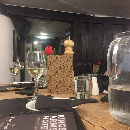 Kings Arms Hotel Restaurant: photo0.jpg