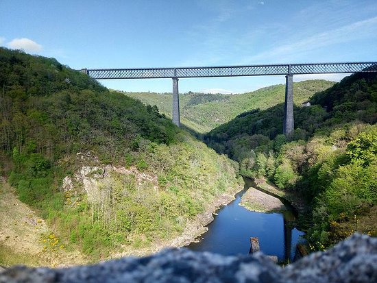 Sauret-Besserve, France: Vue du viaduc
