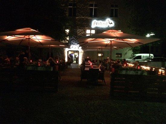 Warburg, Γερμανία: Biergarten bei Nacht