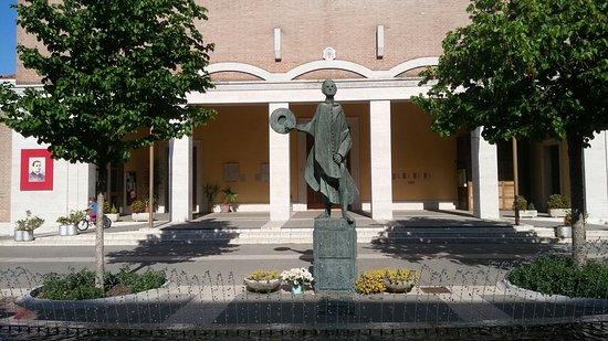 Monumento a Don Minzoni
