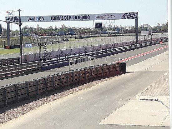 Circuito Termas de Rio Hondo: Recta principal y salidad de boxes
