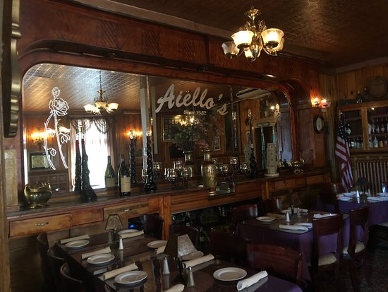 Whitney Point, NY: Aiello's dining area. Beautiful.