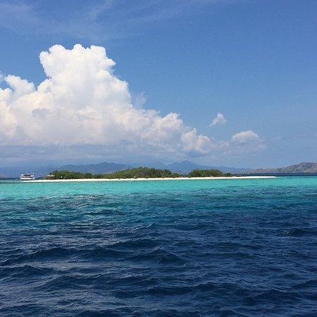 Taka Makassar Island Resmi