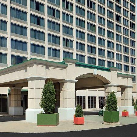 Red Lion Hotel Hartford: Exterior