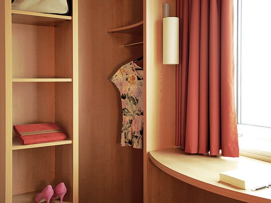 Ibis Charleroi Airport: Guest room