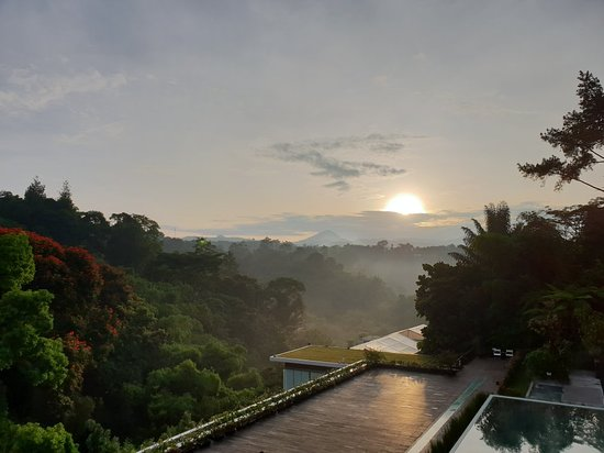 Padma Hotel Bandung: 20180428_062352_large.jpg