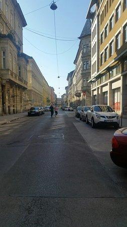easyHotel Budapest Oktogon: 20180421_082400_large.jpg