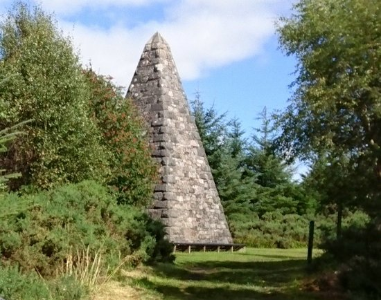 Fochabers, UK: Monument in memory of duchess of Richmond on Whiteash Hill part of the Monument Trail 4.9km