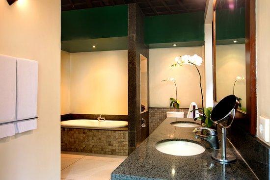 Grand Avenue Bali: Bathroom
