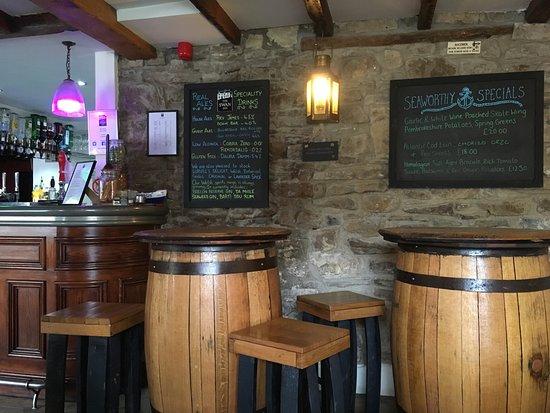 Little Haven, UK: Barrel seating