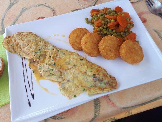 Le Petit-Bornand-les-Glieres, Francja: Omelette aux cèpes et sa garniture