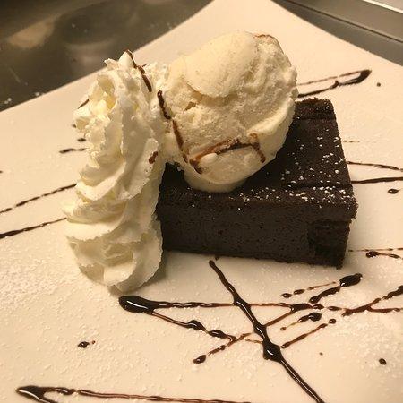 Middlebury, CT: Yummy flourless chocolate torte!