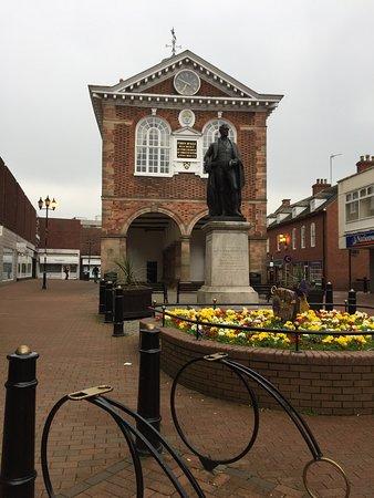 Sir Robert Peel Statue, Tamworth: Address, Sir Robert Peel Statue Reviews: 4/5