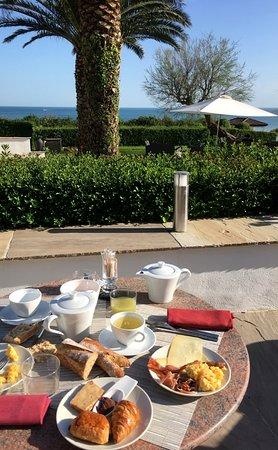 La Réserve : Super petit-déjeuner avec produits locaux de qualité et vue sur l'océan!