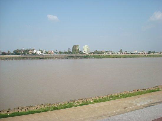 Kampong Chhnang, كامبوديا: Tonle Sap River