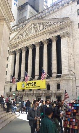 New York Stock Exchange: Wall Street