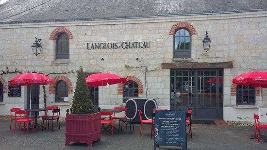 Langlois-Chateau: Entrée du domaine et accueil des visiteurs