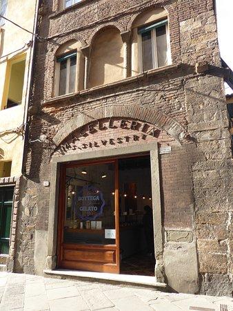 La Bottega del Gelato: From the outside