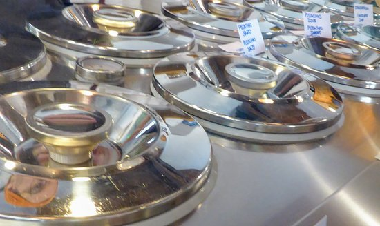 La Bottega del Gelato: The vessels (always a good sign, compared with piles of over-coloured gelato)