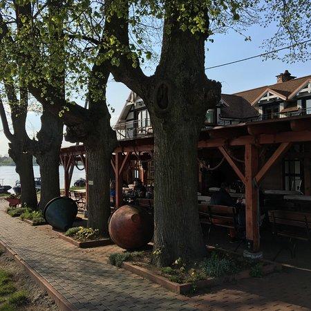 Mikoszewo, Πολωνία: Świetne klimatyczne miejsce nad Wisła. Pyszna pizza pieczona w piecu palonym drewnem. Pyszne pie