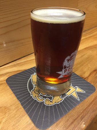 Santa Clarita, CA: A glass of the delicious Old Road Brown Ale
