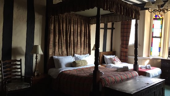 George and Pilgrims Hotel: Room 3 four poster bed