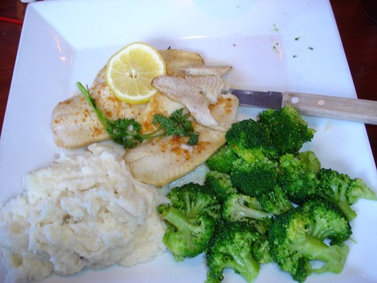 Bloomingburg, Estado de Nueva York: Baked haddock with mashed potatoes and broccoli