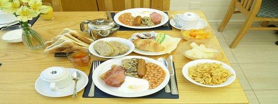 Falcon Hotel: Breakfast