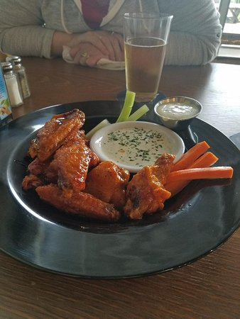 Tualatin, OR: Brown sugar BBQ wings....sooooo goooooood
