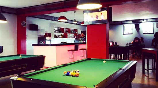 Conakry, Guinea: 2 tables de billard