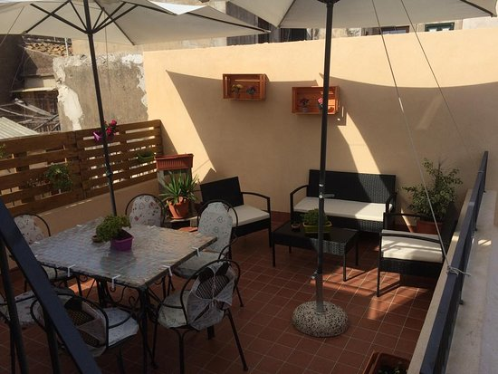 LA TERRAZZA SUL VICOLO - Prices & Specialty B&B Reviews (Sicily ...