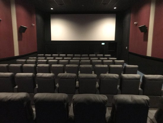 Flagship Premium Cinemas - Wells: Not a bad seat in the whole theater!