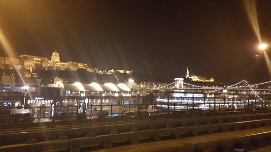 Eurostars Danube Budapest: lungo danubio
