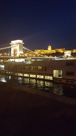 Eurostars Danube Budapest: ponte delle catene e castello di Buda