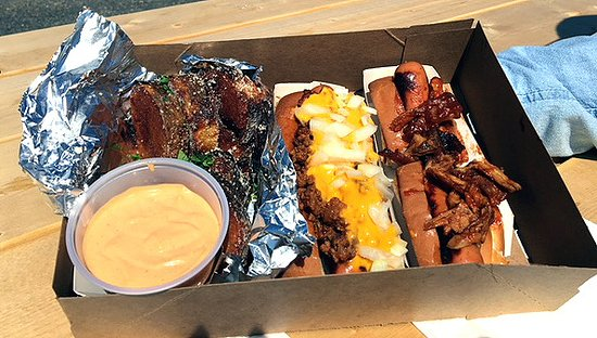 West Boylston, MA: Two dogs and Grumpetos from Grumpy's Dogs