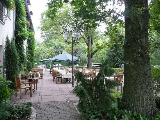 Eggersdorf, Tyskland: Wunderschöner Terrassen-Garten
