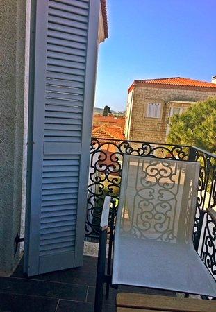 Provence Mansion: Odamızın balkonundan görünüm