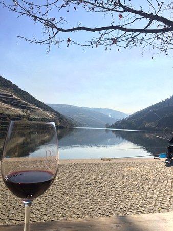 Xtreme Douro: Esplanada a beber um vinho do Douro