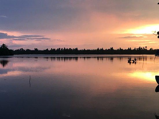 DiyaSisila Restaurant : Suns setting over the lagoon