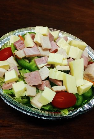 Plantsville, Коннектикут: Large chef salad for those of you watching your carbs