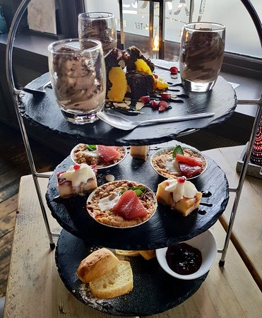 Zevenbergen, The Netherlands: Tumi's High Tea, zoete verleidingen