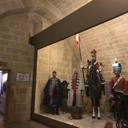Chateau de l 39 emperi salon de provence frankrike omd men - Pharmacie de l europe salon de provence ...